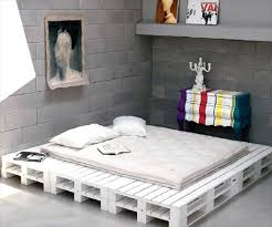 here you dont need to be master craftsman to make yourself pallet bed like this just put them and fix together buy yourself some white paint and soft buy pallet furniture