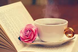 Resultado de imagem para flores livros e coração