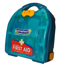 astroplast mezzo person food hygiene first aid kit amazon co astroplast mezzo 20 person food hygiene first aid kit amazon co uk car motorbike
