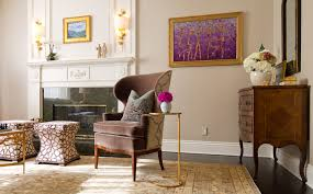 chinese style decor: this  british colonial decor gold table textured wallpaper moldings pink flower gold frame persian carpet interiors design home better decorating bible blog chinese chinoiserie wallpaper dining room bamboo ikat lamp
