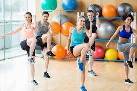 Bildergebnis für fitnesstraining in der turnhalle