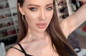 Анастасия Костенко носит <b>платье</b> за 890 рублей