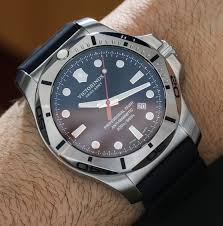 <b>Victorinox Swiss Army</b> INOX Professional Diver Watch Hands-On ...
