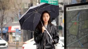 The Best Street Style at <b>Seoul Fashion</b> Week Fall <b>2021</b> | Vogue