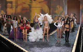 <b>Victoria's Secret</b> Fashion Show - <b>Mood</b> Sewciety