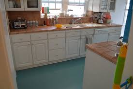 Painting Linoleum Kitchen Floor My Life As Robins Wife Did You Know You Can Paint A Linoleum