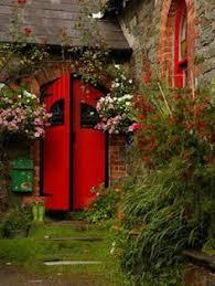 Resultado de imagen de puerta roja