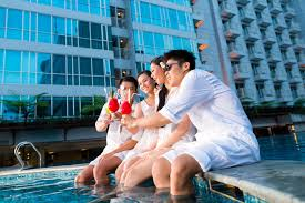 summer party ideas for work lēad blog coworkers enjoy a summer poolside networking event