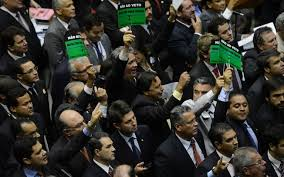 Senadores da base aliada querem adiar sessão que vai analisar veto de Dilma