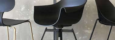 3 advantages of a <b>dining chair</b> with <b>swivel</b> function and armrests