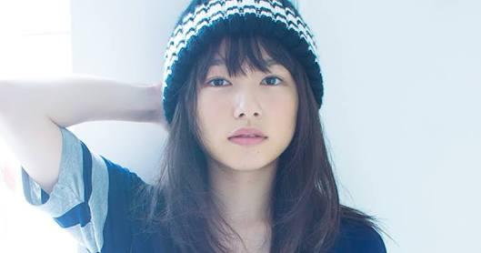 バストアップの桜井日奈子